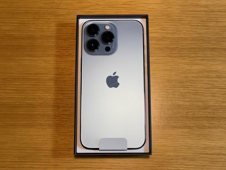 iPhone 12 Pro 箱の蓋をオープン