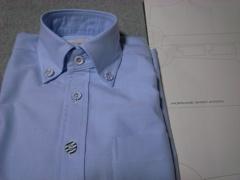 クルミボタンのシャツ