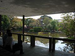 美術館から見た源平池