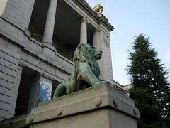 表慶館のライオン