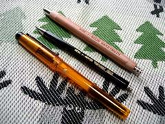 芯ホルダーとペン