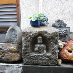 街角の石像