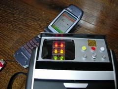 携帯電話と探知機